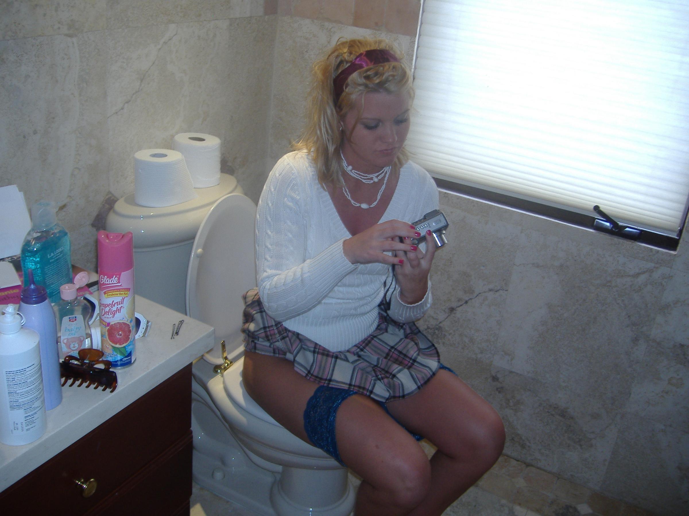 Сын подглядывает маму в туалете 14 фотография