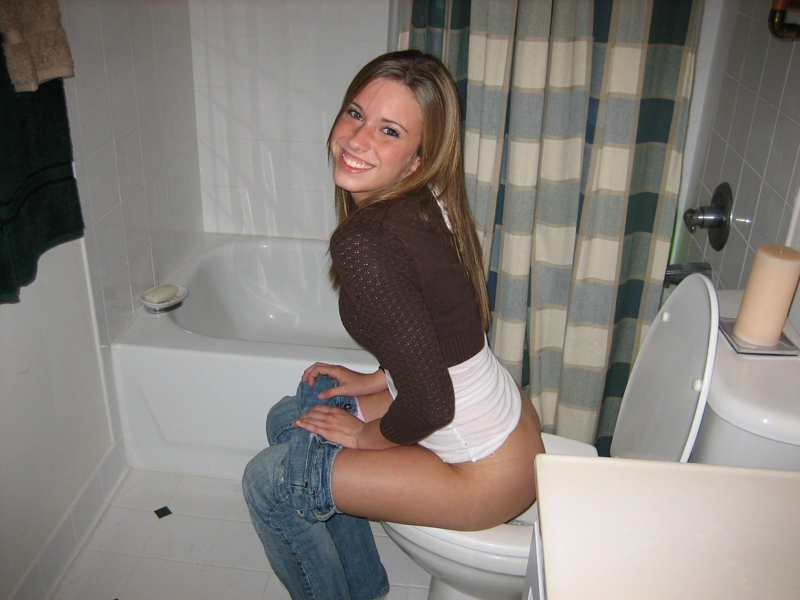 Фото баба в туалете 21 фотография